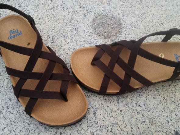 ADRIANO, Marrón suede, sandalias veganas, sandalias veganas mujer, calzado vegano, sandalias de tacón bajo, sandalias bioworld, vegan shoes, sandalias marrones.  [2]