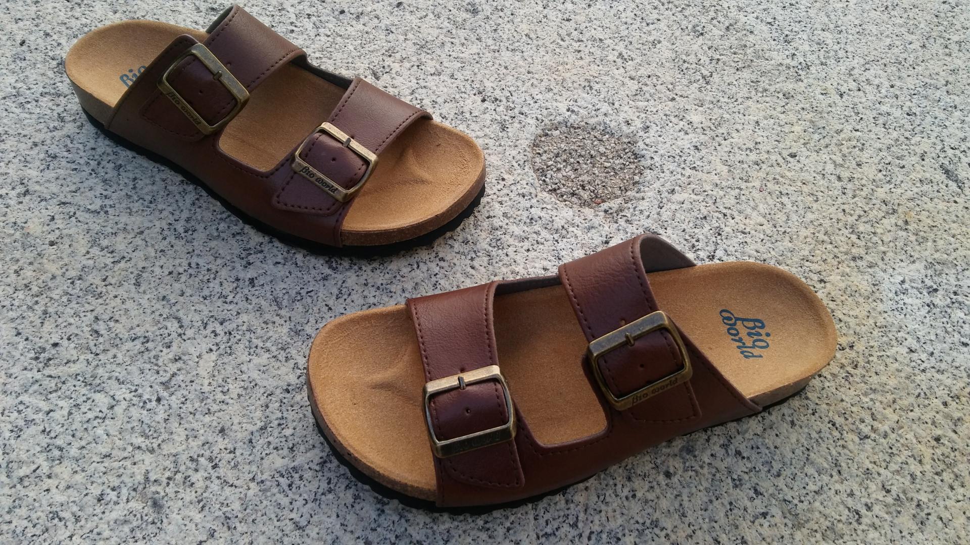 VICTORIA MARRON, sandalias veganas, sandalias veganas mujer, calzado vegano, sandalias de tacón bajo, sandalias bioworld, vegan shoes, sandalias marrones.