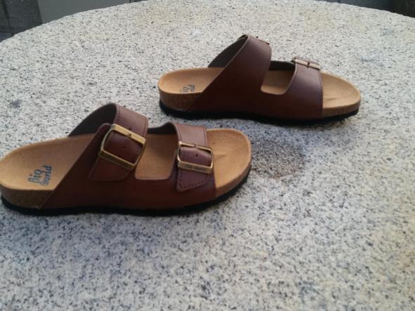 VICTORIA MARRON, sandalias veganas, sandalias veganas mujer, calzado vegano, sandalias de tacón bajo, sandalias bioworld, vegan shoes, sandalias marrones. [2]