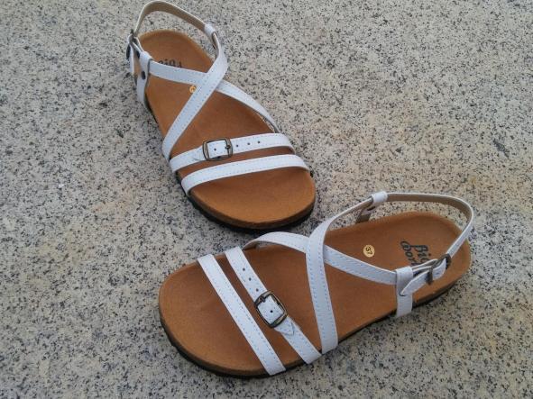 JARDIN BLANCO, sandalias veganas, sandalias veganas mujer, calzado vegano, sandalias de tacón bajo, sandalias bioworld, vegan shoes, sandalias blancas.