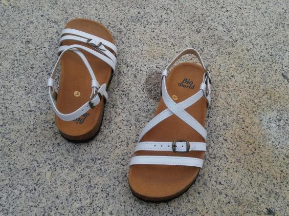 JARDIN BLANCO, sandalias veganas, sandalias veganas mujer, calzado vegano, sandalias de tacón bajo, sandalias bioworld, vegan shoes, sandalias blancas.  [2]