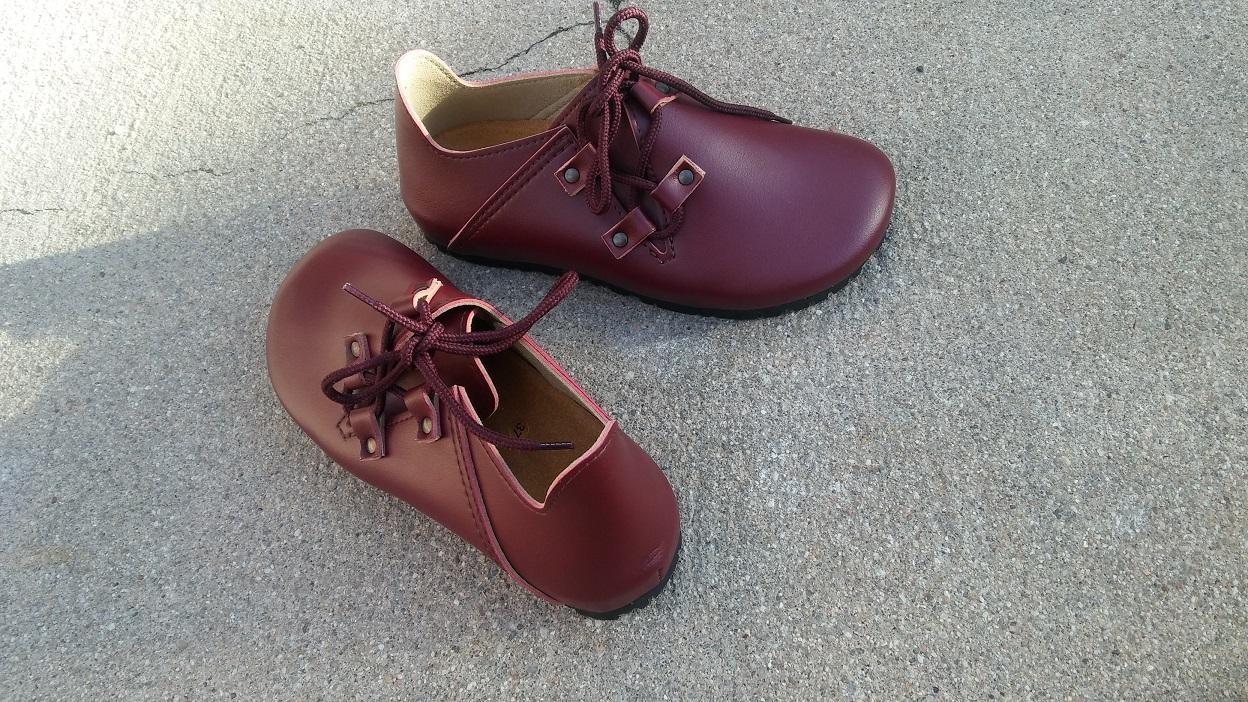 NOGAL BURDEOS  BZapatos veganos, Zapatos de diseño, Zapatos cerrados, Zapatos Planos, zapatos de hombre, zapatos de mujer