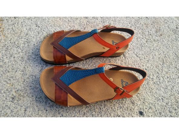 FIESTA COLORES, sandalias veganas, sandalias veganas mujer, calzado vegano, sandalias de tacón bajo, sandalias bioworld, vegan shoes, sandalias de colores.
