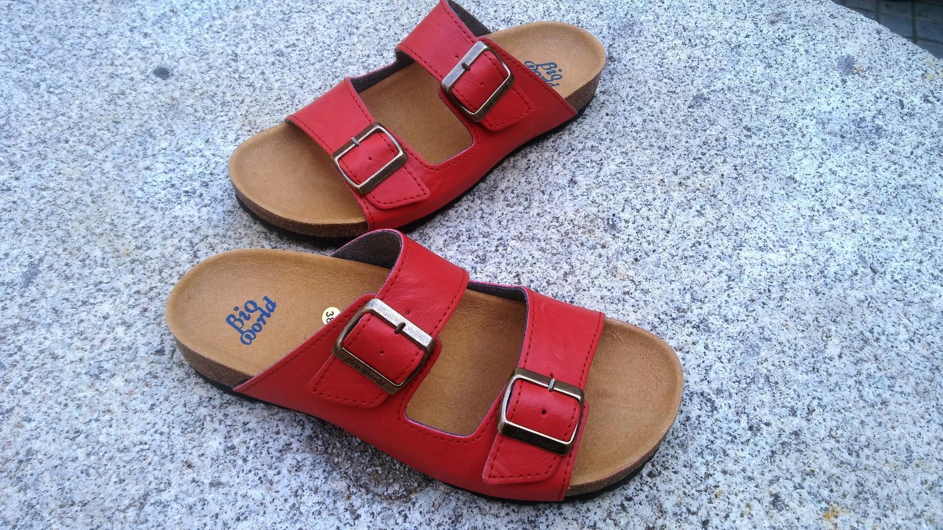 VICTORIA ROJO, sandalias veganas, sandalias veganas mujer, calzado vegano, sandalias de tacón bajo, sandalias bioworld, vegan shoes, sandalias rojas.