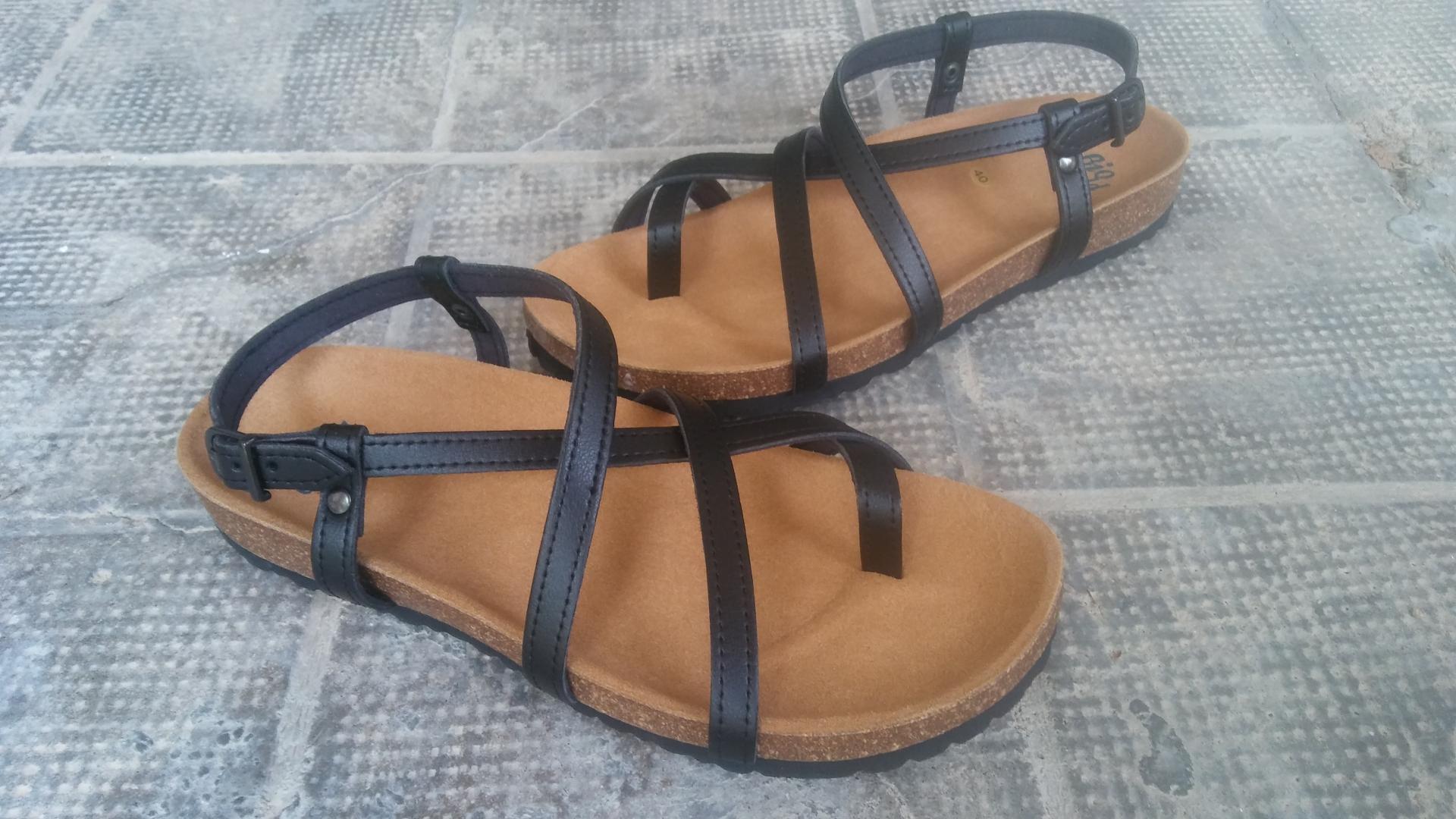 HECTOR NEGRO, sandalias veganas, sandalias veganas mujer, calzado vegano, sandalias de tacón bajo, sandalias bioworld, vegan shoes, sandalias negras.