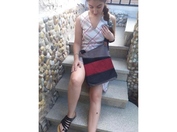 BACKPACK TRIANGULO RED AND BLACK [2]