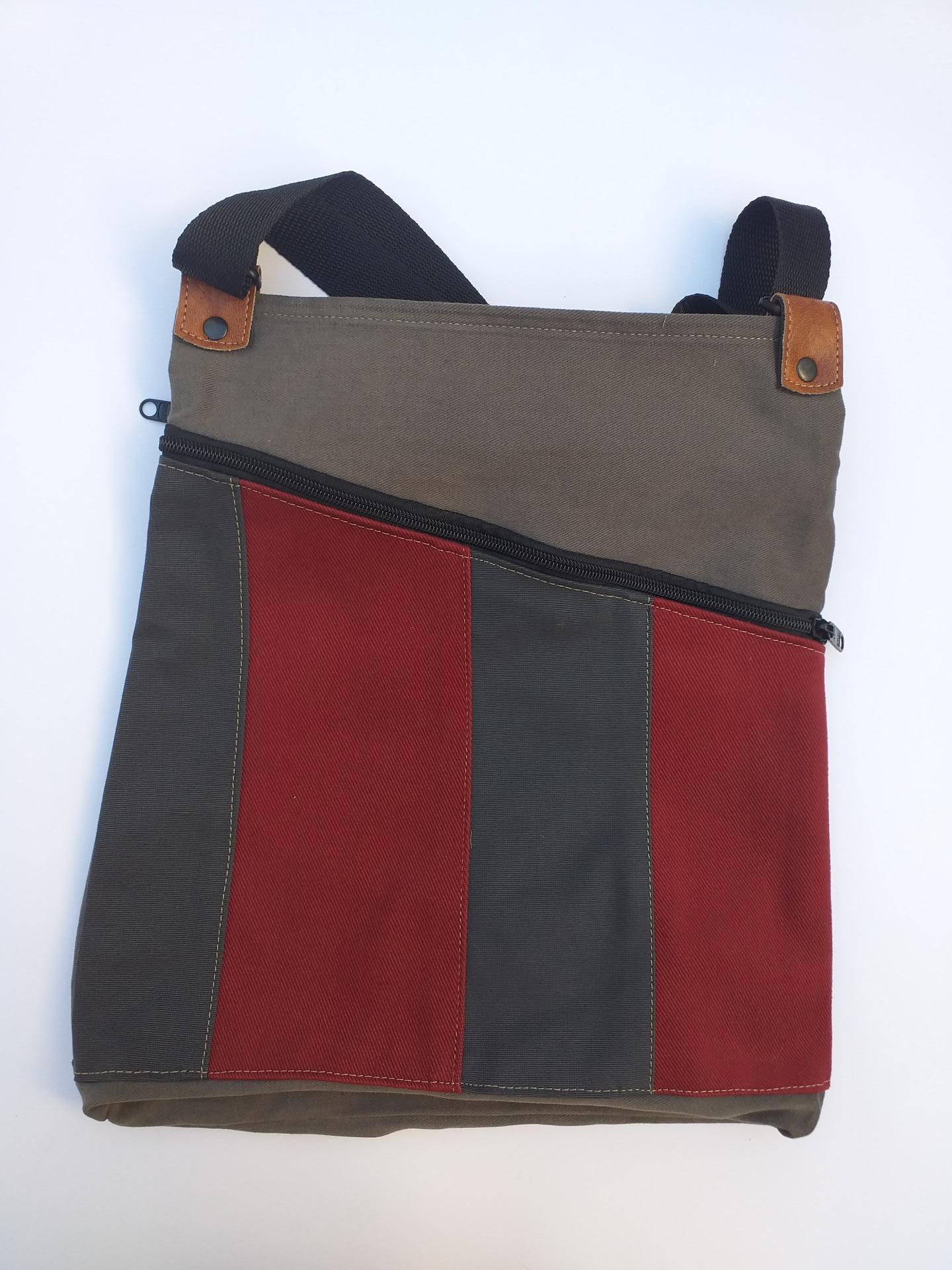 BACKPACK TRIANGULO RED and GRAY