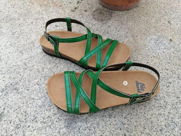 MODELO DELFOS verde sandalias veganas, sandalias veganas mujer, calzado vegano, sandalias de tacón bajo, sandalias bioworld, vegan shoes.  [1]