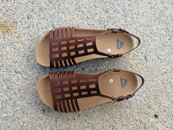 ECKHART marrón, Colección 100% HECHO A MANO, sandalias veganas, sandalias veganas mujer, calzado vegano, sandalias de tacón bajo, sandalias bioworld, vegan shoes.  [2]
