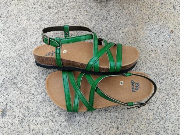 MODELO DELFOS verde sandalias veganas, sandalias veganas mujer, calzado vegano, sandalias de tacón bajo, sandalias bioworld, vegan shoes.  [2]