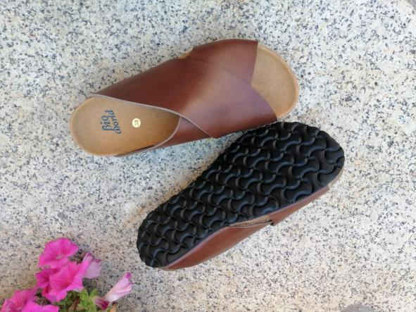 Modelo Pelayo marrón sandalias veganas, sandalias veganas mujer, calzado vegano, sandalias de tacón bajo, sandalias bioworld, vegan shoes. [1]