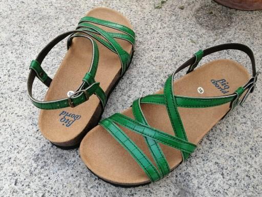 MODELO DELFOS verde sandalias veganas, sandalias veganas mujer, calzado vegano, sandalias de tacón bajo, sandalias bioworld, vegan shoes.  [3]