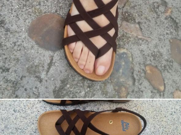 ADRIANO, Marrón suede, sandalias veganas, sandalias veganas mujer, calzado vegano, sandalias de tacón bajo, sandalias bioworld, vegan shoes, sandalias marrones.
