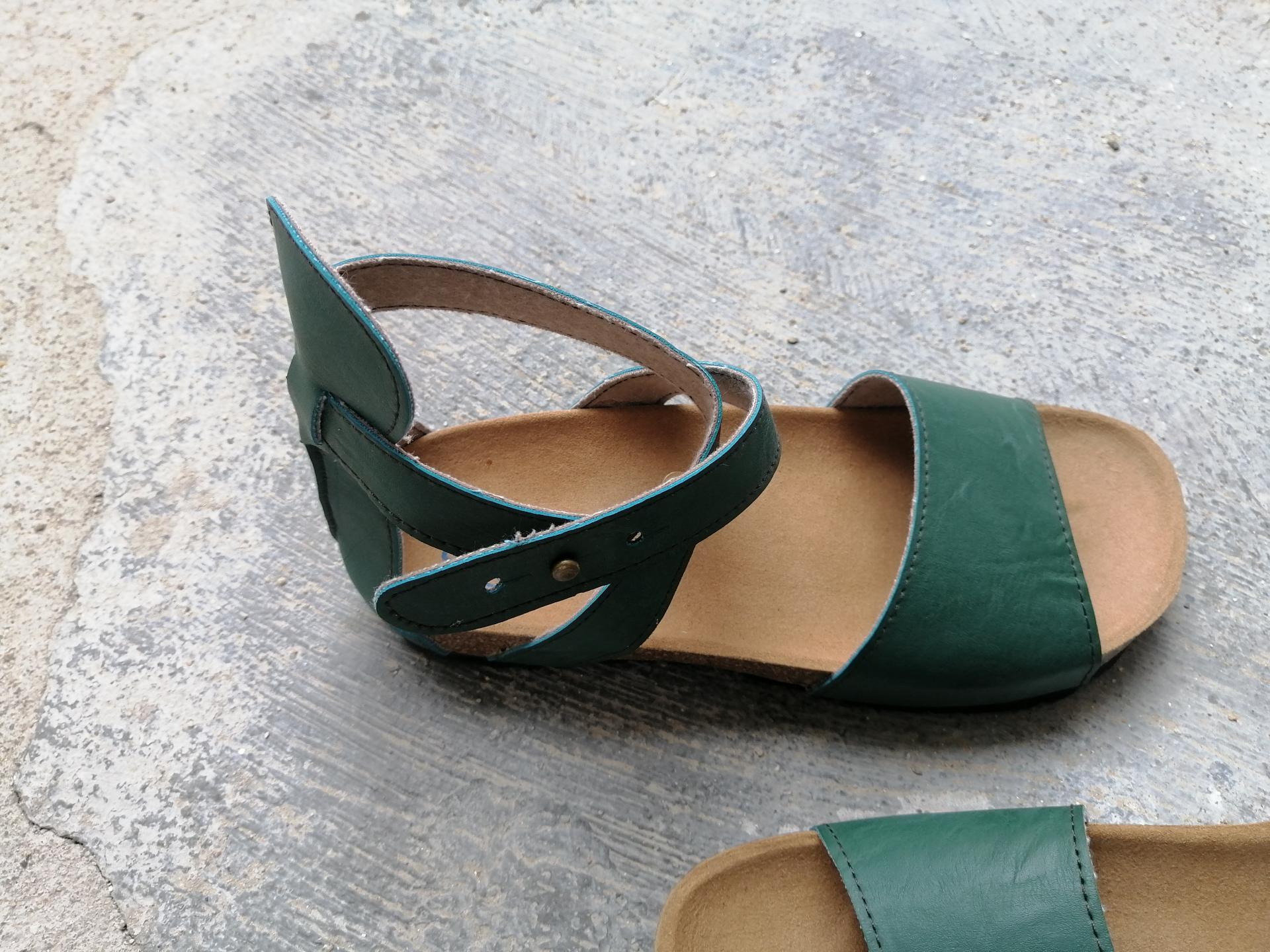 LAVINIA MICROFIBRA VERDE, sandalias veganas, sandalias veganas mujer, calzado vegano, sandalias de tacón bajo, sandalias bioworld, vegan shoes.