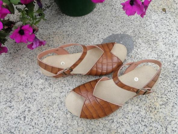 MODELO CORINE marrón tipo bambú sandalias veganas, sandalias veganas mujer, calzado vegano, sandalias de tacón bajo, sandalias bioworld, vegan shoes.