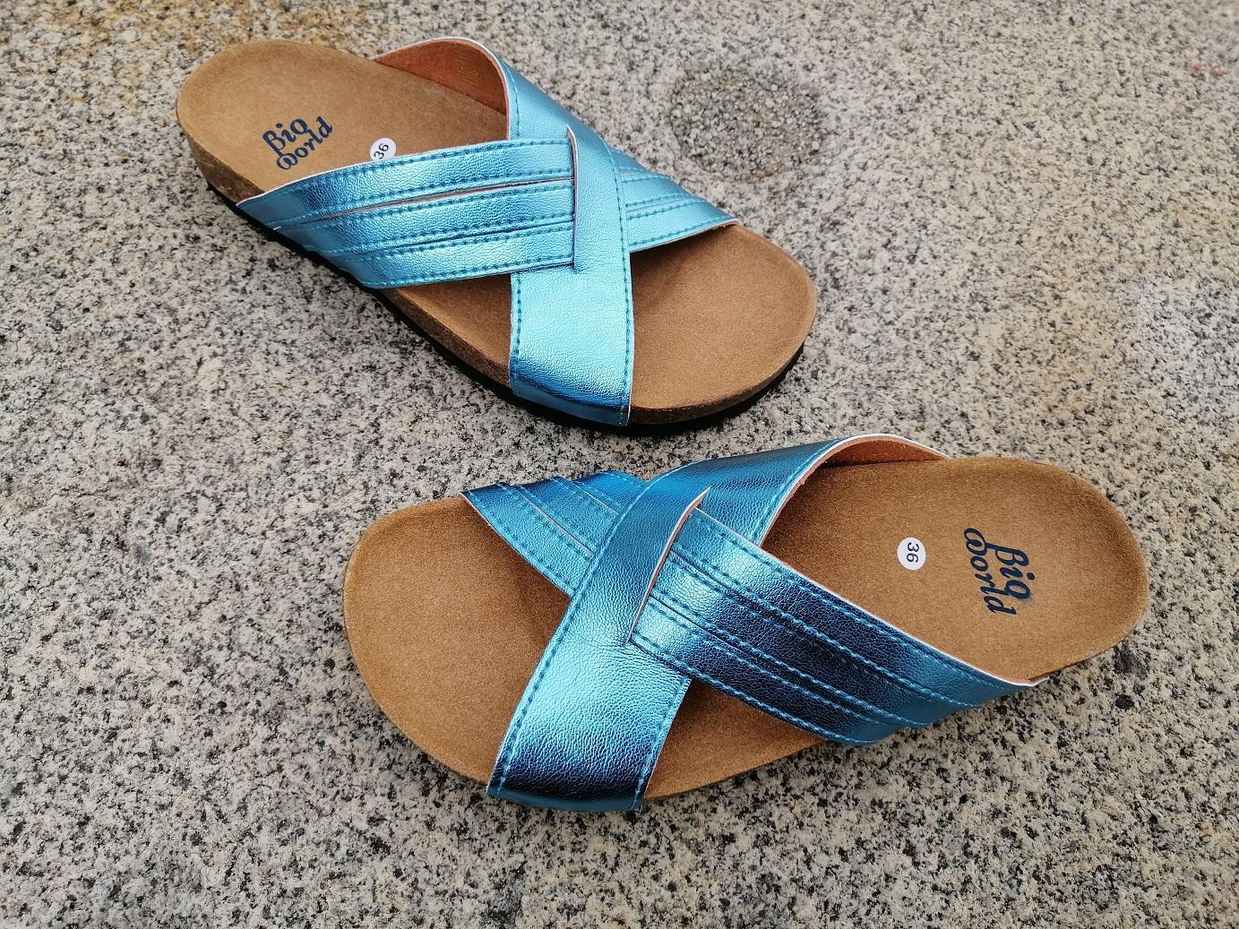 PAVIA color ACQUA, sandalias veganas, sandalias veganas mujer, calzado vegano, sandalias de tacón bajo, sandalias bioworld, vegan shoes.