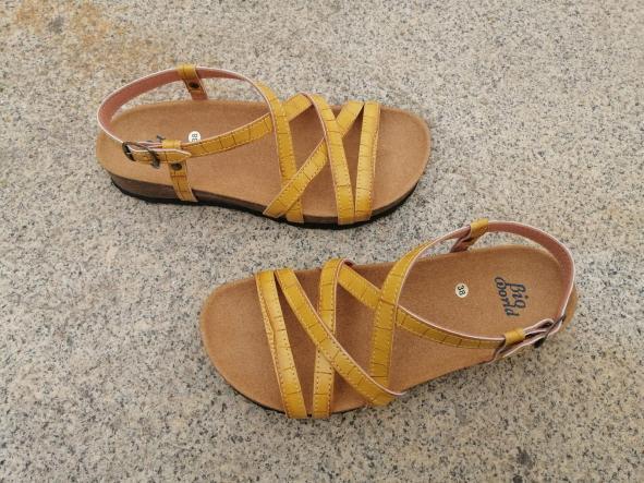 MODELO DELFOS tipo bambú color mostaza sandalias veganas, sandalias veganas mujer, calzado vegano, sandalias de tacón bajo, sandalias bioworld, vegan shoes.  [3]