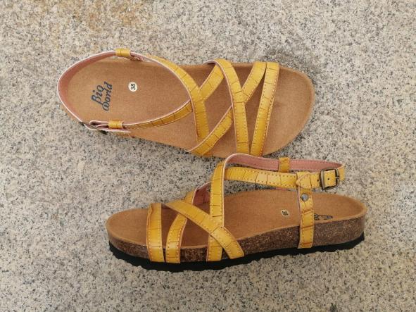 MODELO DELFOS tipo bambú color mostaza sandalias veganas, sandalias veganas mujer, calzado vegano, sandalias de tacón bajo, sandalias bioworld, vegan shoes.  [2]
