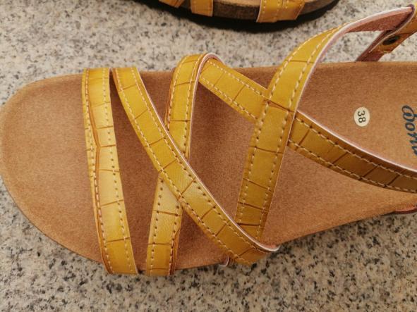 MODELO DELFOS tipo bambú color mostaza sandalias veganas, sandalias veganas mujer, calzado vegano, sandalias de tacón bajo, sandalias bioworld, vegan shoes.  [1]