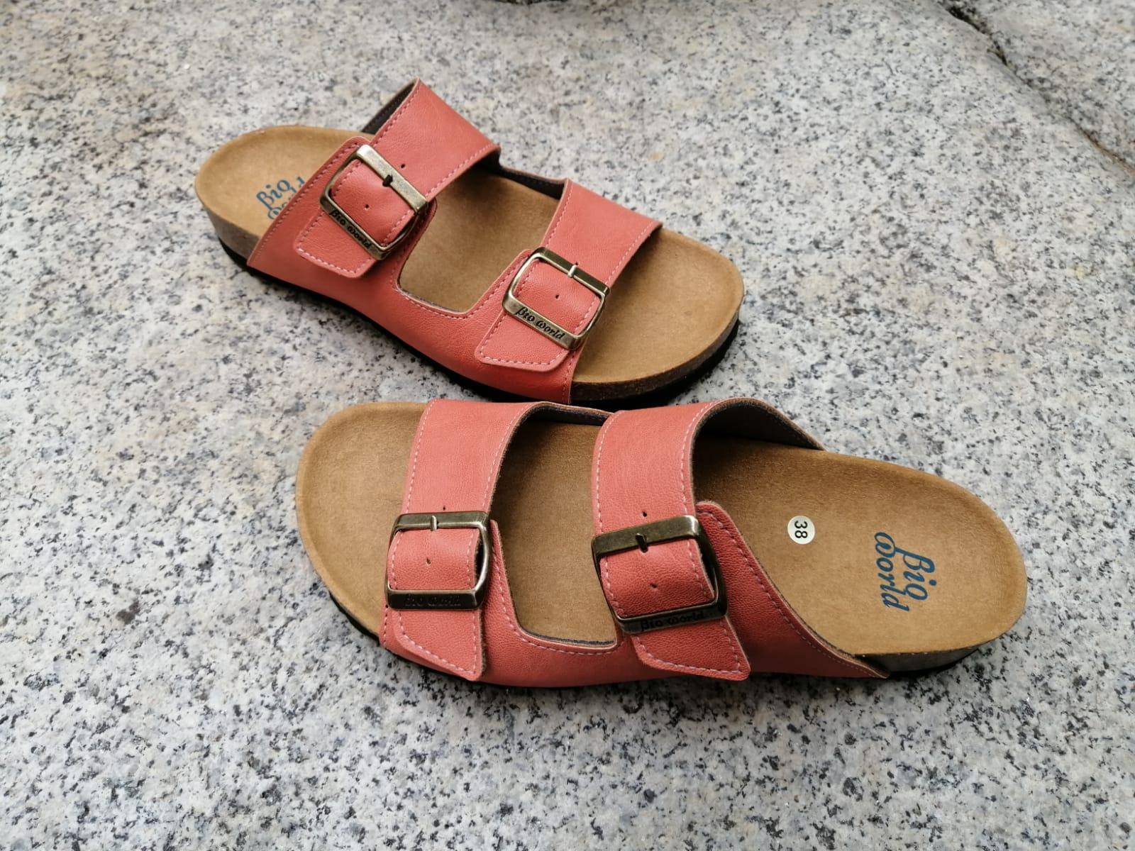 VICTORIA COLOR SALMÓN  sandalias veganas, sandalias veganas mujer, calzado vegano, sandalias de tacón bajo, sandalias bioworld, vegan shoes.