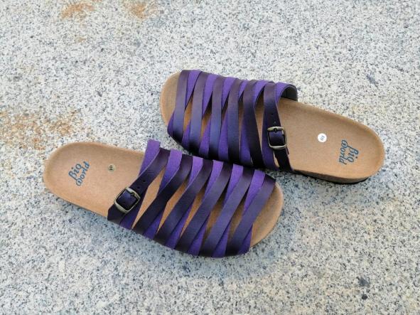 Alejandría Morado  sandalias veganas, sandalias veganas mujer, calzado vegano, sandalias de tacón bajo, sandalias bioworld, vegan shoes. [3]