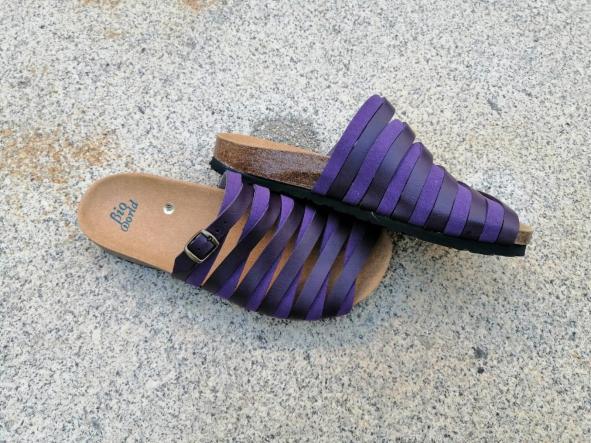 Alejandría Morado  sandalias veganas, sandalias veganas mujer, calzado vegano, sandalias de tacón bajo, sandalias bioworld, vegan shoes. [2]