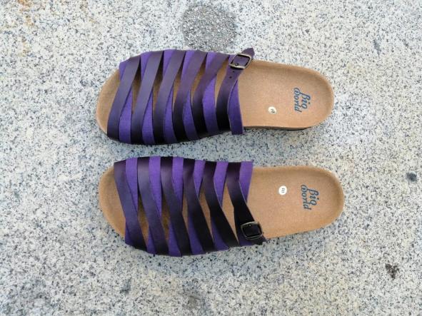 Alejandría Morado  sandalias veganas, sandalias veganas mujer, calzado vegano, sandalias de tacón bajo, sandalias bioworld, vegan shoes. [0]