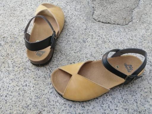 AGUILAR CAMEL Y NEGRO, sandalias veganas, sandalias veganas mujer, calzado vegano, sandalias de tacón bajo, sandalias bioworld, vegan shoes. [2]