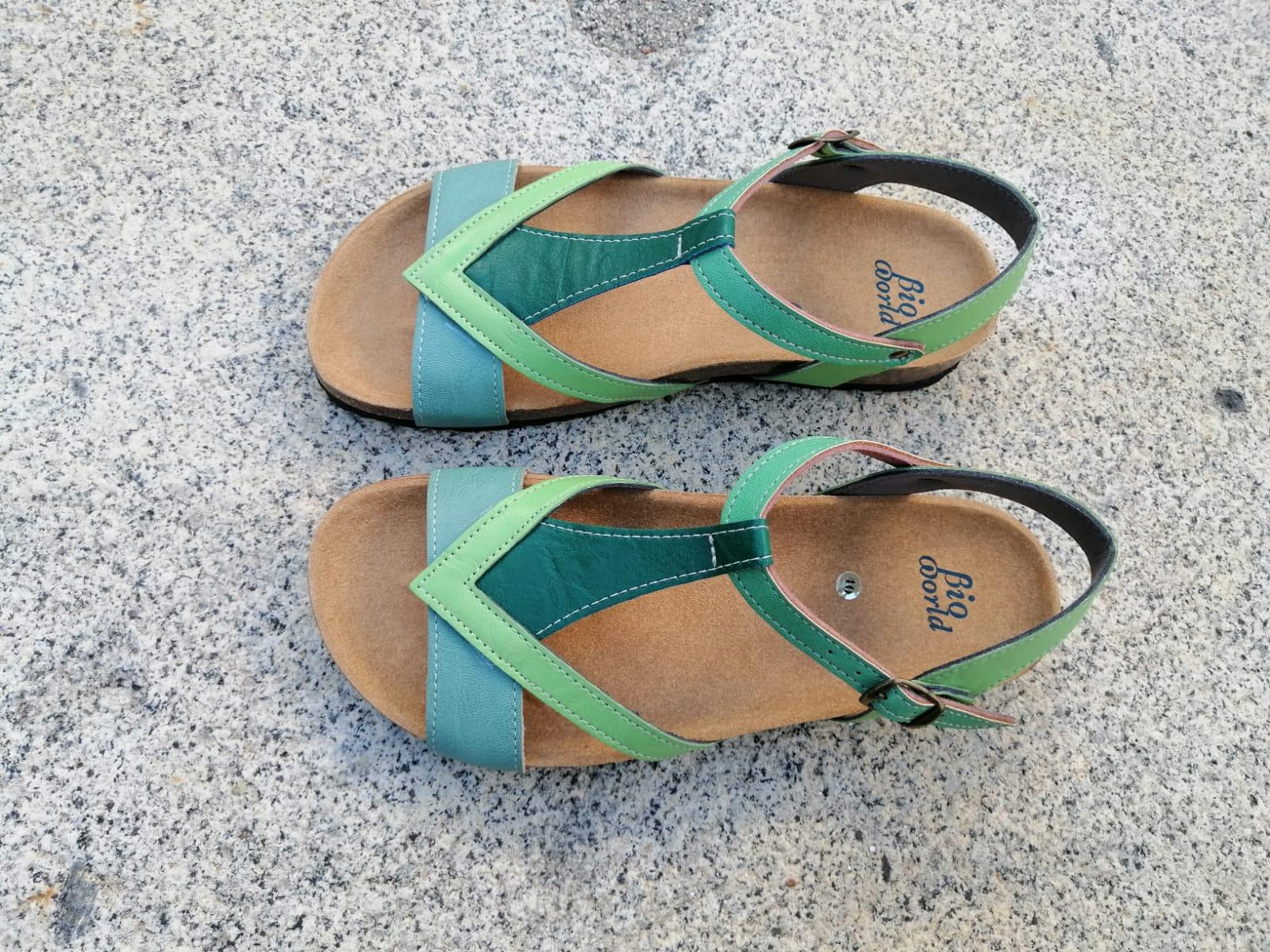 FIESTA combi 3 verdes, sandalias veganas, sandalias veganas mujer, calzado vegano, sandalias de tacón bajo, sandalias bioworld, vegan shoes, sandalias de colores.