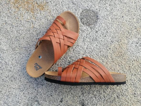 Modelo TRAJANO, Color Natural sandalias veganas, sandalias veganas mujer, calzado vegano, sandalias de tacón medio, sandalias bioworld, vegan shoes