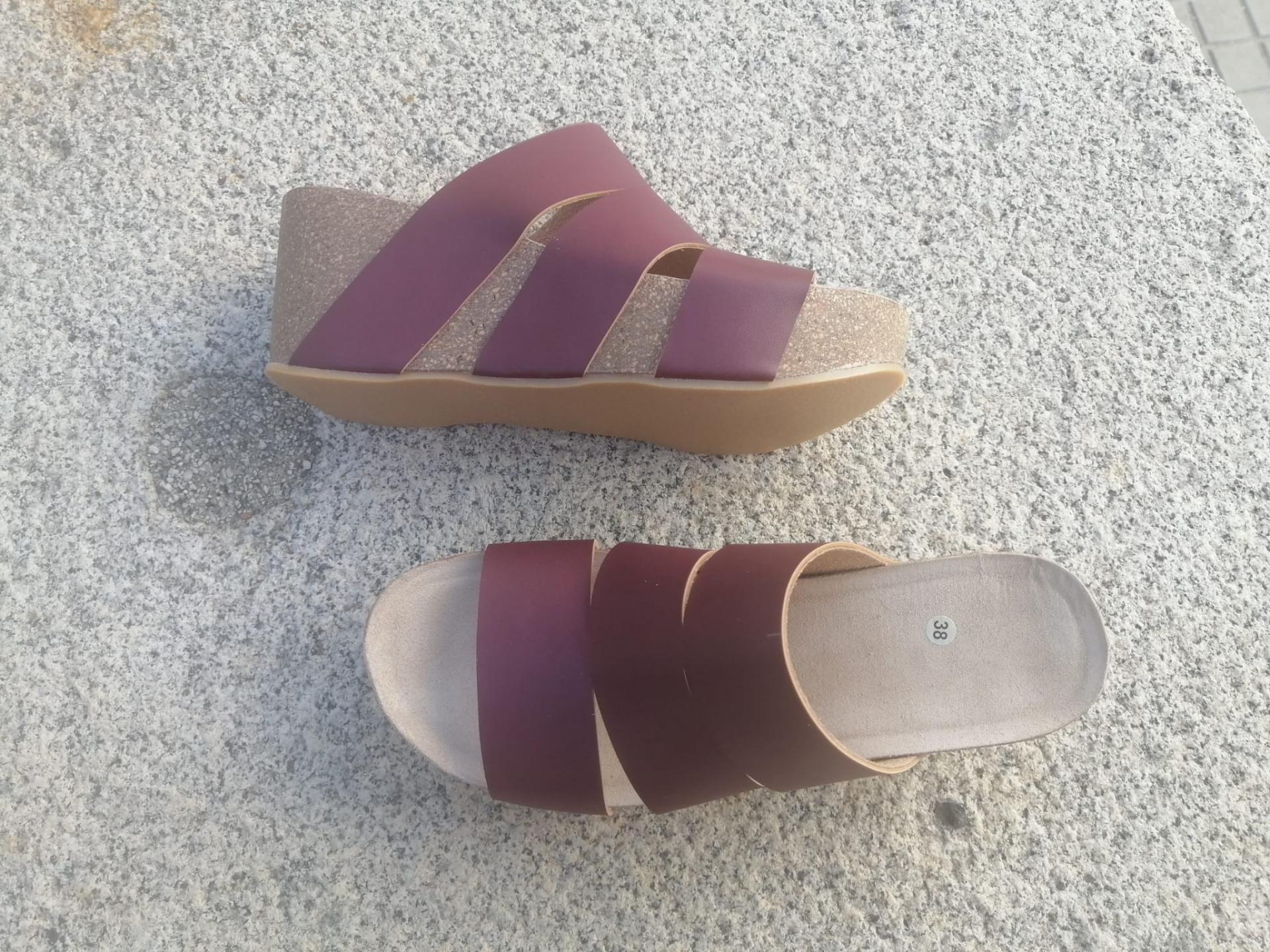 Modelo millas, burdeos malinche sandalias veganas, sandalias veganas mujer, calzado vegano, sandalias de plataforma, sandalias bioworld, vegan shoes.