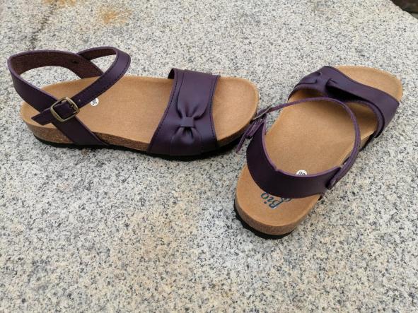 Modelo Gambito, color Grapé sandalias veganas, sandalias veganas mujer, calzado vegano, sandalias de tacón bajo, sandalias bioworld, vegan shoes. [2]