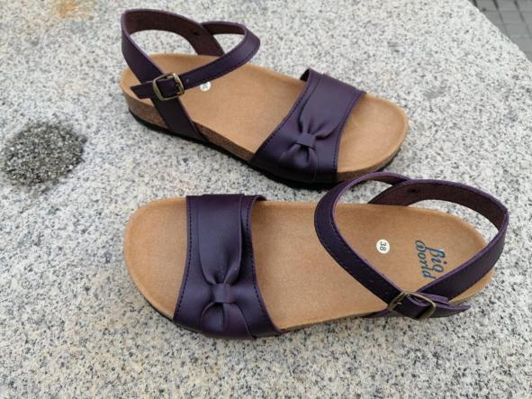 Modelo Gambito, color Grapé sandalias veganas, sandalias veganas mujer, calzado vegano, sandalias de tacón bajo, sandalias bioworld, vegan shoes. [3]