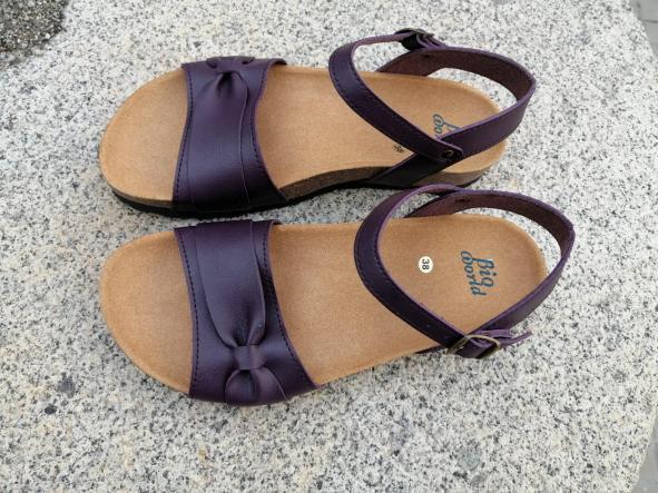 Modelo Gambito, color Grapé sandalias veganas, sandalias veganas mujer, calzado vegano, sandalias de tacón bajo, sandalias bioworld, vegan shoes.