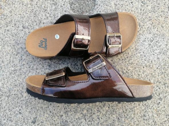 VICTORIA MARRÓN BRILLANTE, sandalias veganas, sandalias veganas mujer, calzado vegano, sandalias de tacón bajo, sandalias bioworld, vegan shoes.  [2]