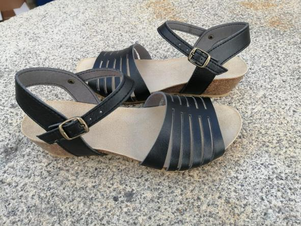 Marbella negro, Colección 100% HECHO A MANO, sandalias veganas, sandalias veganas mujer, calzado vegano, sandalias de tacón medio, sandalias bioworld, vegan shoes, sandalias negras.  [2]