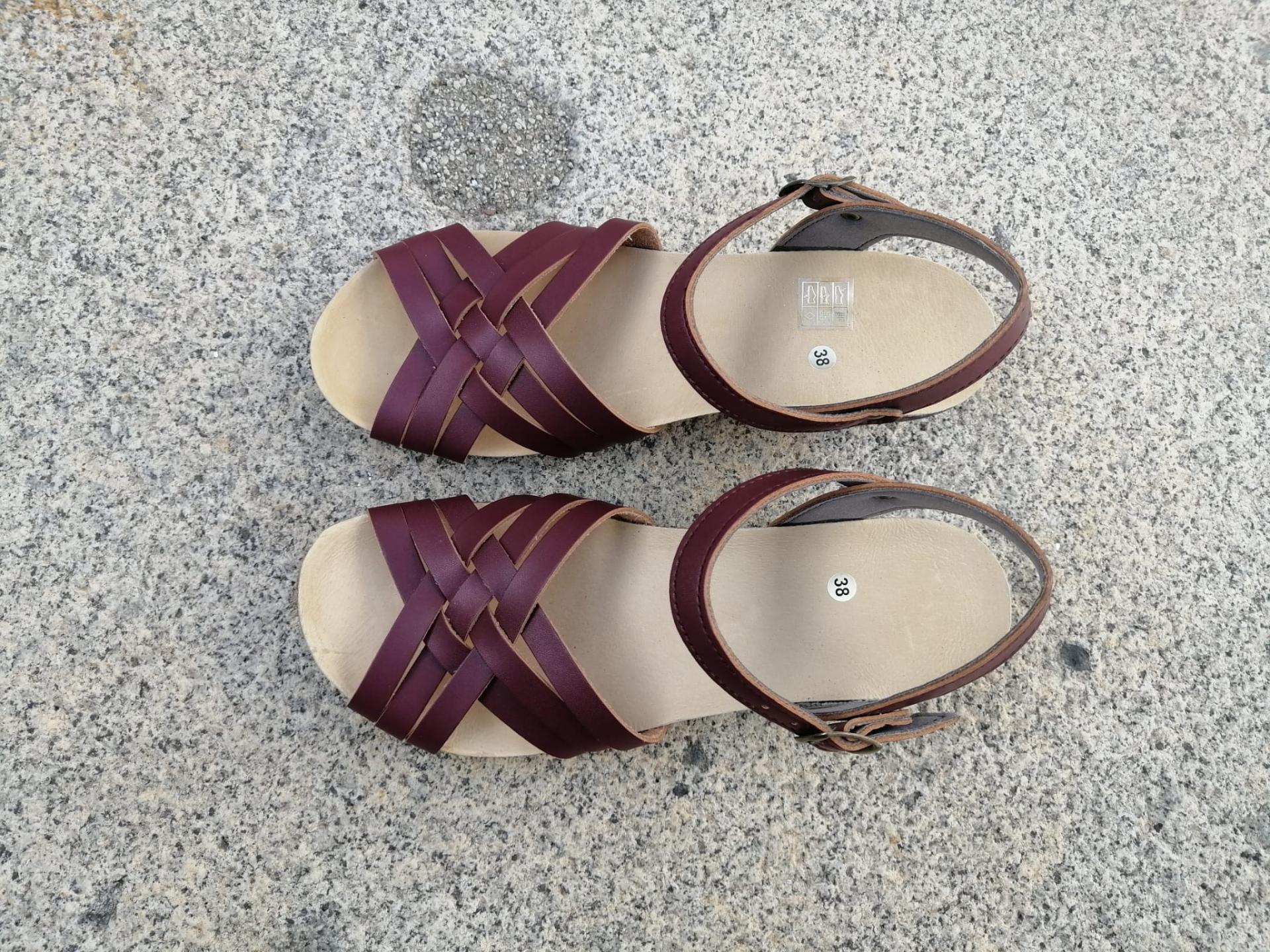 Edición limitada: OSUNA BURDEOS, sandalias veganas, sandalias veganas mujer, calzado vegano, sandalias de tacón medio, sandalias bioworld, vegan shoes, sandalias burdeos.
