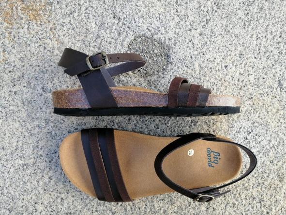ROMEO BROWN , sandalias veganas, sandalias veganas mujer, calzado vegano, sandalias de tacón bajo, sandalias bioworld, vegan shoes.  [1]