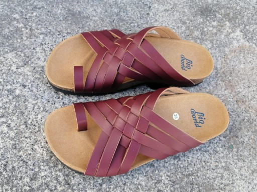 Modelo TRAJANO, Color BURDEO sandalias veganas, sandalias veganas mujer, calzado vegano, sandalias de tacón medio, sandalias bioworld, vegan shoes