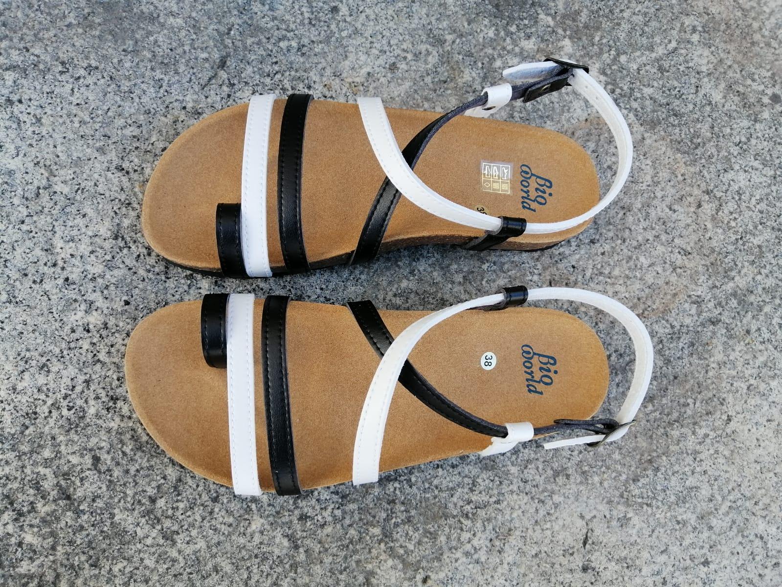 VALENCIA Combi 2 blanco y negro, sandalias veganas, sandalias veganas mujer, calzado vegano, sandalias de tacón bajo, sandalias bioworld, vegan shoes, sandalias de colores.