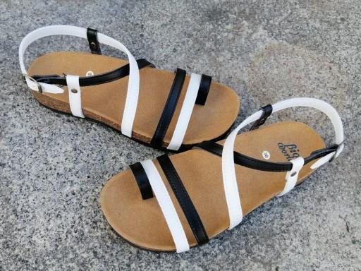 VALENCIA Combi 2 blanco y negro, sandalias veganas, sandalias veganas mujer, calzado vegano, sandalias de tacón bajo, sandalias bioworld, vegan shoes, sandalias de colores. [1]