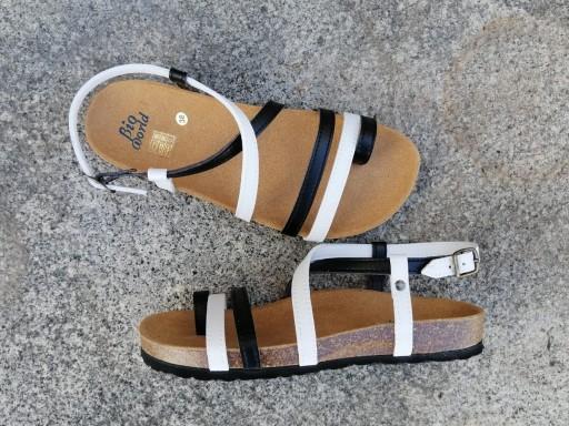 VALENCIA Combi 2 blanco y negro, sandalias veganas, sandalias veganas mujer, calzado vegano, sandalias de tacón bajo, sandalias bioworld, vegan shoes, sandalias de colores. [2]