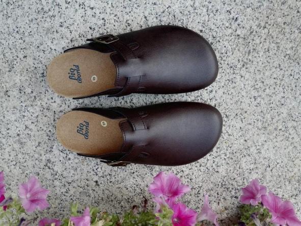 Suomi Marrón oscuro, Zuecos,  Zapatos veganos, Zapatos de diseño, Zapatos abiertos, Zapatos Planos, zapatos de hombre, zapatos de mujer [1]