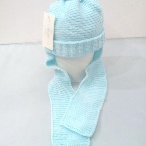 Gorro niño con bufanda unida  en azul de grecas.
