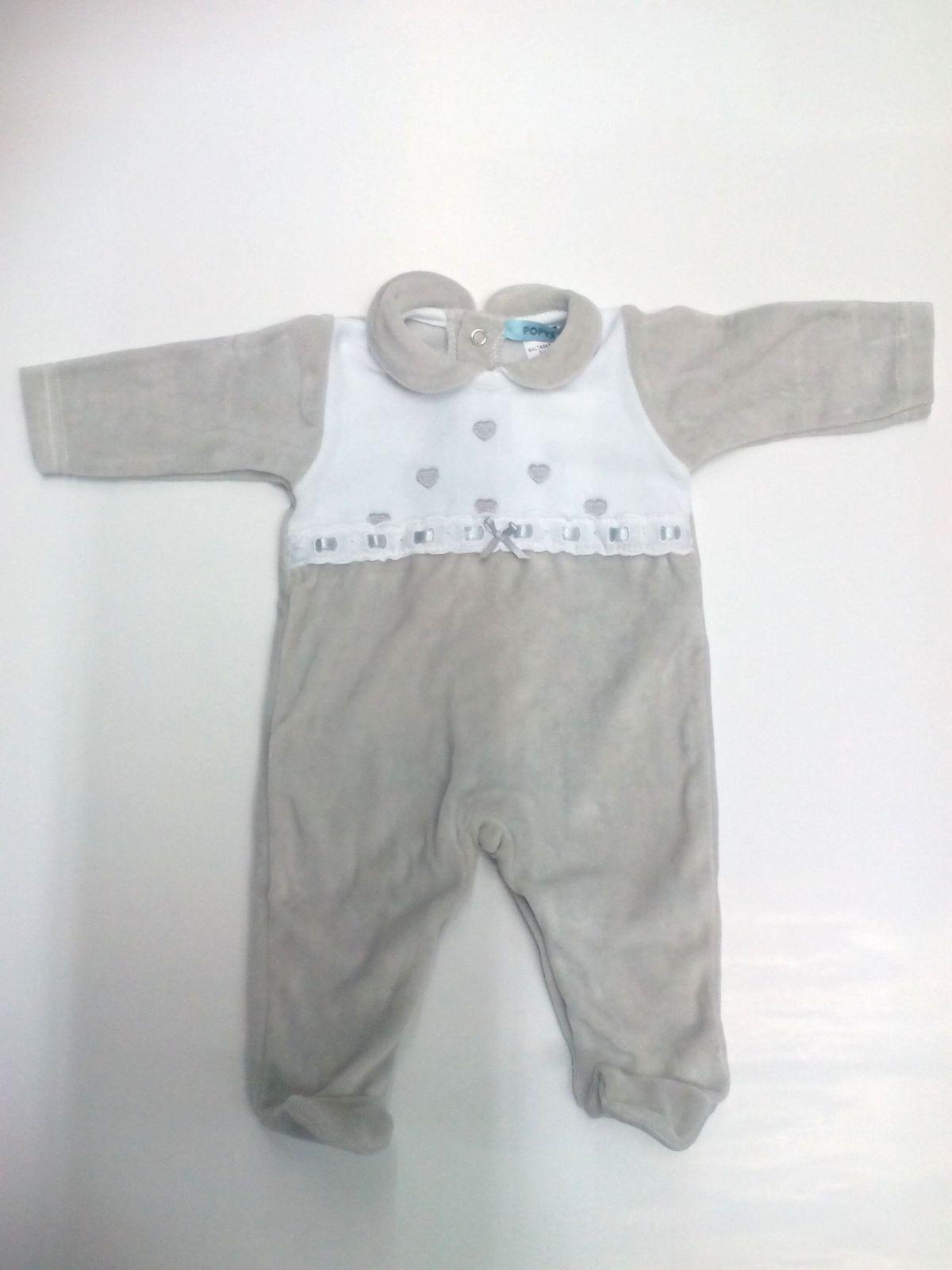 Pijama bebé en gris de corazones de Popys