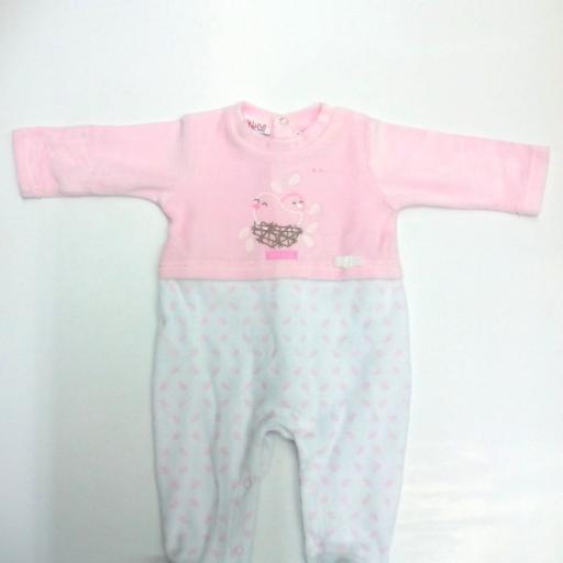 Pijama bebé rosa de Klins .
