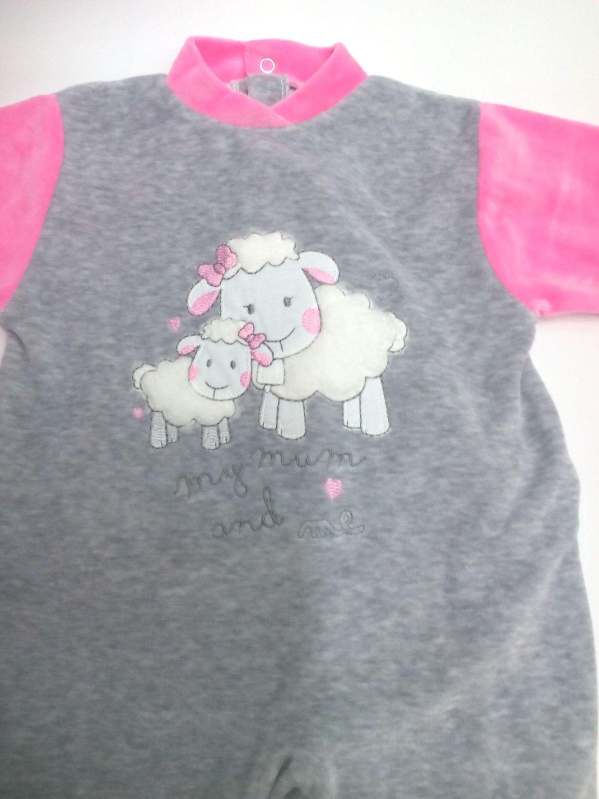 Pijama de bebé ovejas .