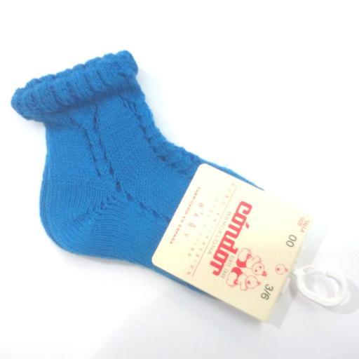 Calcetines cortos calados en azulón de Cóndor.