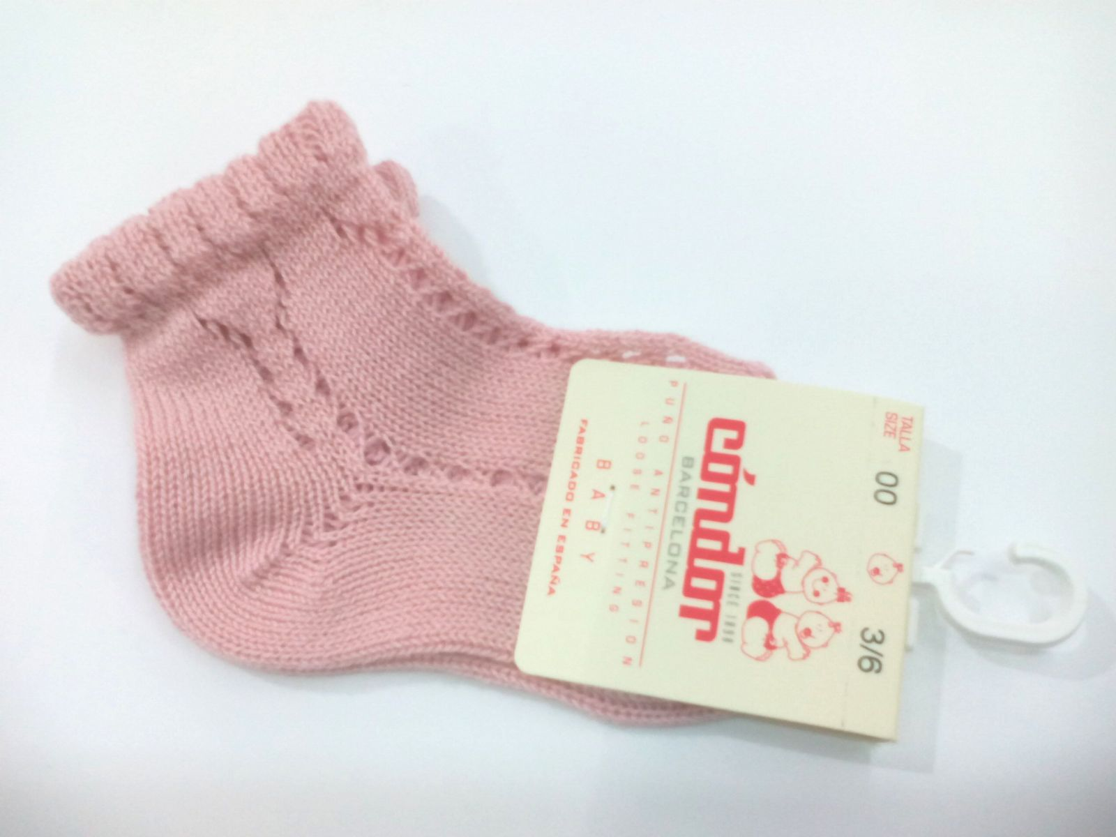 Calcetines cortos calados perlé rosa palo de Cóndor.