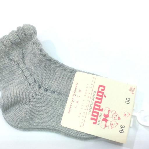 Calcetines cortos calados perlé gris de Cóndor.